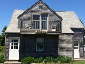 46 Nonantum Avenue - Garage Apartment